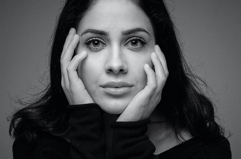 portratt-kvinna-svartvitt-portrattfotograf-stockholm-sormland